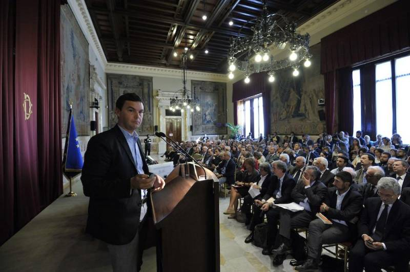 Piketty alla camera dei deputati dago fotogallery for Foto camera dei deputati